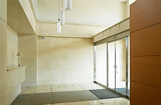 アパガーデンコート綾瀬の中古マンション フルリノベーションのエントランス