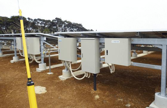 野立て 産業用太陽光発電設置 パワーコンディショナの設置